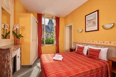 07-Hotel-France-Guise-Blois-chambre-triple.jpg