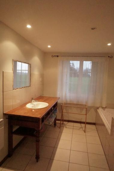 Salle de bain Pierre.JPG