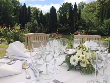 chateau-aubry-du-hainaut-terrasse-Table.jpg