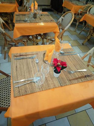 pad-thaï-valenciennes-restaurant-table.jpg