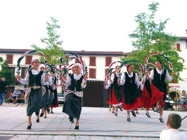 Festival_folklore_La_Roche_Posay (2).jpg