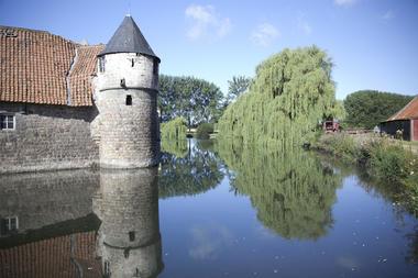 Les douves du château d'Olhain © Brigitte Baudesson