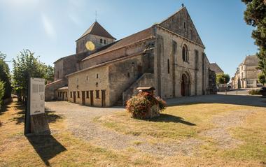 Eglise Usson-du-Poitou ©Alain Buchet (2) redimensionnee.jpg
