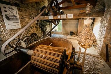 Le-moulin-a-papier-de-Brousses-Brousses-et-Villaret-3.jpg