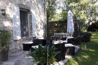 cirieres-chambres-dhotes-domaine-de-la-lorien-terrasse.jpg