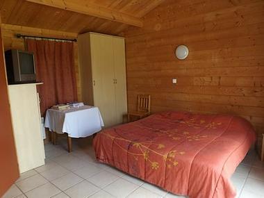 regueil-chalet double-chambre2-sit.jpg
