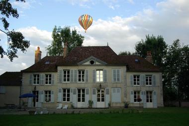 Château de Géraudot et Montgolfiere Lac d'Orient.jpg
