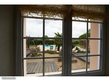 montravers-gite-lolivier-du-bocage-vue-piscine.jpg