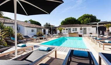 Hôtel-LBF-piscine-1.jpg