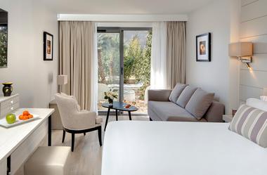 Chambre_double_deluxe_Bastide_de_Biot_Cote_d'azur_avec_jardin.jpg