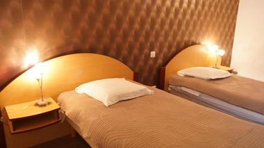 Valenciennes - Les Arcades - Hotel - Chambre lit jumeaux - 2018.jpg
