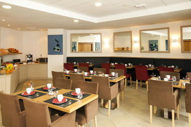 RH-Valenciennes_restaurant-table-buffet_rodolphe-franchi_HD.jpg