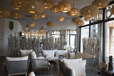 ce09bb-nouvel-hotel-les-hauts-de-beauval-bar.jpg