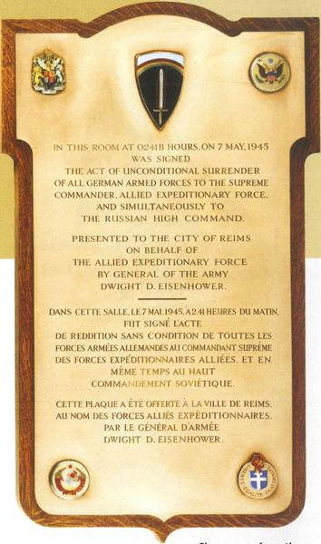 PLAQUE OFFERTE PAR LE GENERAL EISENHOWER.JPG