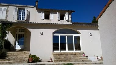 montravers-chambre-dhotes-lanneau-de-jeanne-facade1.jpg