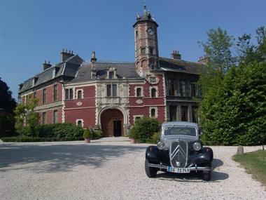 Chateau-aubry-du-hainaut-cour-entrée.jpg