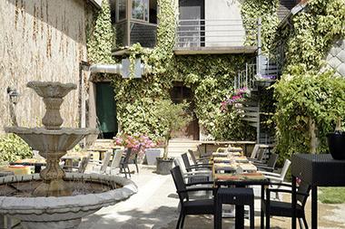 hotel-restaurant-le-tadorne-galerie-terrasse01.jpg