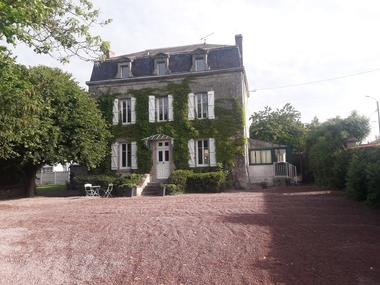 mauleon-gite-a-la-belle-pause-facade.jpg