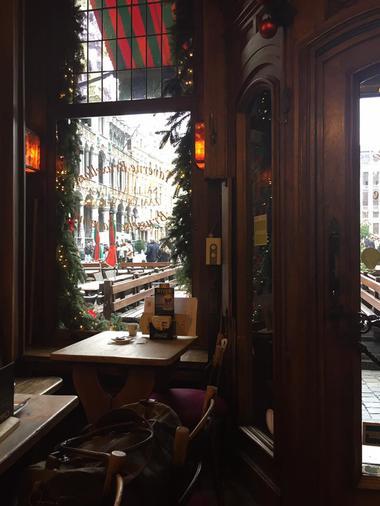 taverne-bruxelloise-interieur-1.jpg