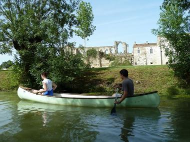 Embarcadere-de-l-abbaye-marais-poitevin-maillezais-85420-2.jpg