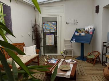 apparthotel-perledere-iledere-lacouarde-salon-3.JPG