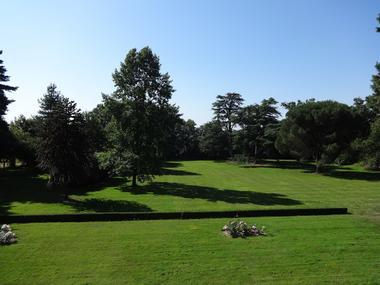 Loublande-chateau saint-georges-parc-sit.jpg