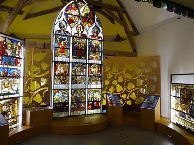 Vue intérieure exposition © Cité du vitrail.JPG