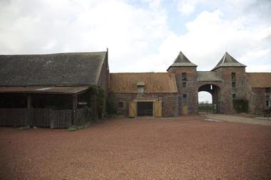 chateaurampemont-paysage2-mons.jpg