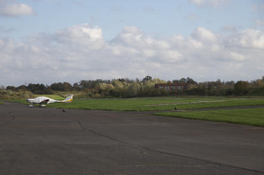 aerodromestghislain-piste2.jpg