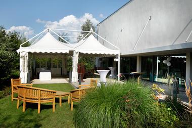 St Amand-complexe Pasino-jardin-salon.jpg