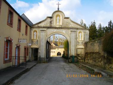 entrée de l'abbaye.JPG