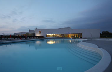 piscinemons-exterieur2.jpg