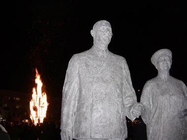 Statue-Général-de-Gaulle-etYvonne-Vendroux (17).jpg