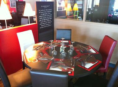 Poivre Rouge - Table familiale.JPG