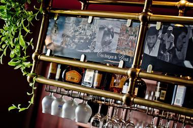 CesBelgesEtVous-santarelli-bar2.jpg