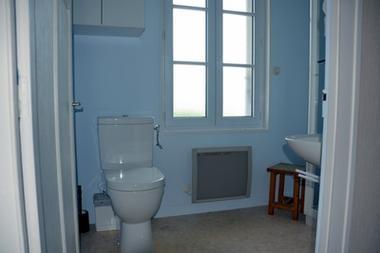 la Salamandre-salle d'eau+wc-sit.JPG