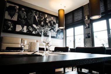 CesBelgesEtVous-santarelli-table.jpg
