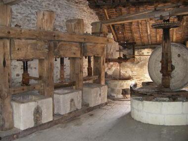 Moulin à huile et à grains - Etourvy.JPG