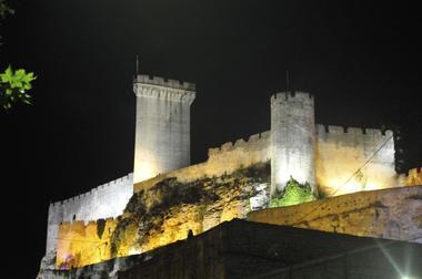 Château de Beaucaire la nuit.jpg
