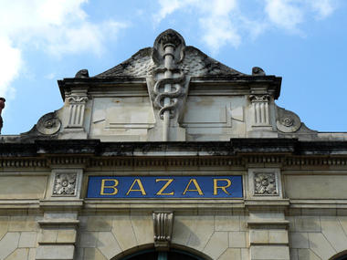 façade Le Bazar.jpg