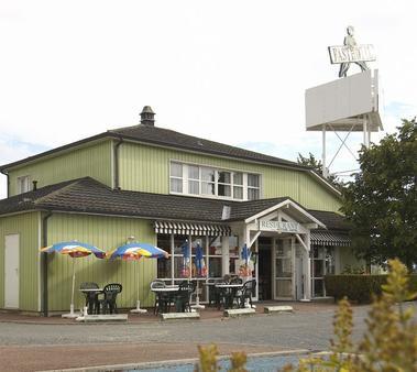 Fasthotel facade OK.jpg