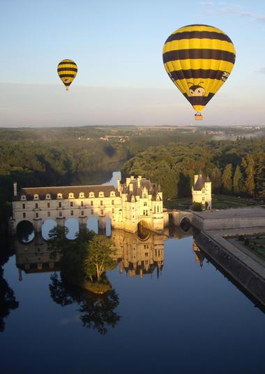 Vol au dessus de Chenonceau avec Aérocom montgolfière