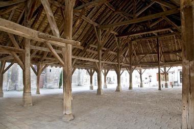 Les Halles médiévales de Nolay©A Muzard