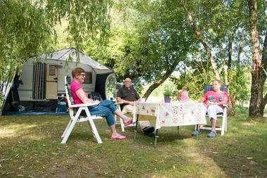 camping-sites-et-paysages-les-saules-à-cheverny-loire-valley-emplacement-confort.jpg