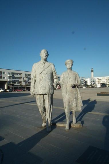 Statue-Général-de-Gaulle-etYvonne-Vendroux (6).JPG