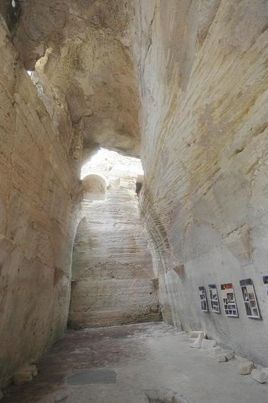 Abbaye de Saint Roman 003.jpg