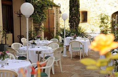 restaurant-cygne-de-la-croix-2.jpg