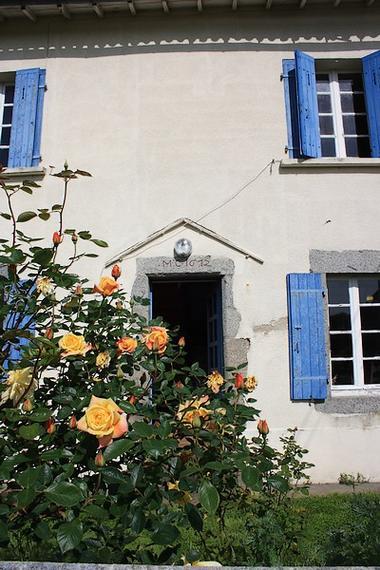maison-noisette-entree-rosier-sit.jpg