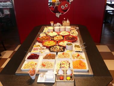 Poivre rouge - buffet.JPG