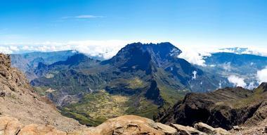 Vue du Piton des Neiges, de la Tête de Chien, de la crête entre le piton et le Grand Bénare, et de l'îlet des 3 Salazes